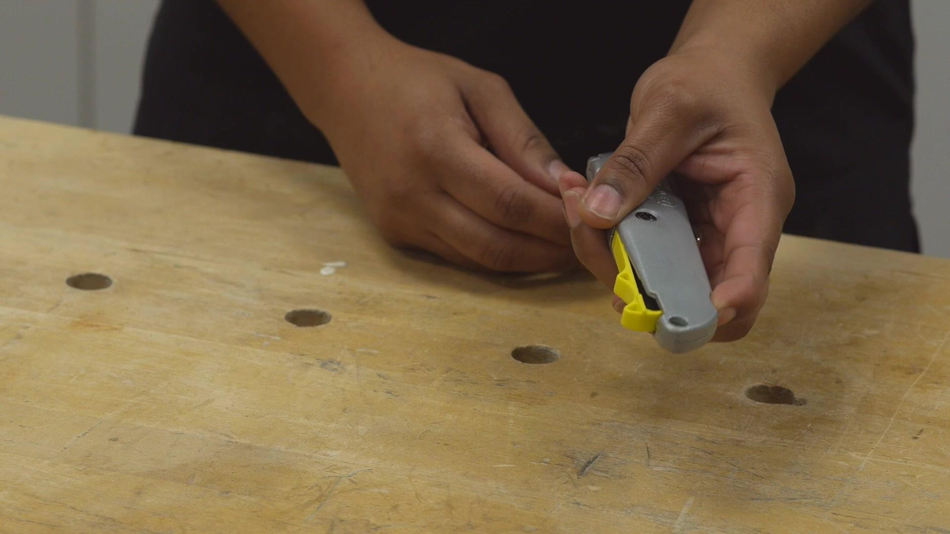 STANLEY® Retractable Utility Knife Features | STANLEY® Tools